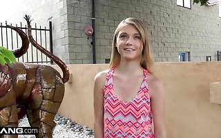 Mini teen Hannah Hays cheats on bf in public