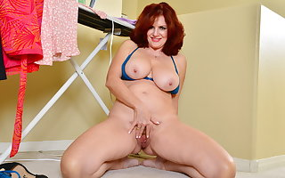 Busty milf Andi James needs to satisfy will not hear of hungry pussy