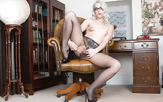 Blonde Dad Liz Rainbow fingers pussy in ripped pantyhose