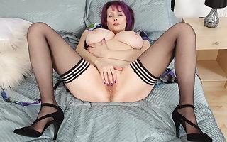Busty gilf Tigger shows you how to rub a fanny to orgasm