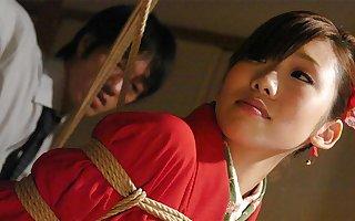 Azusa Uemura got tied up before having a left alone threesome