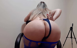 Dancing in fishnets and wiggling her posterior