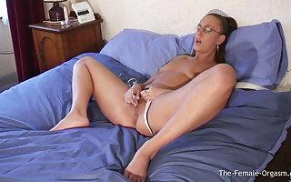 Early Emma Butt Masturbating to Real Wet Reverberating Orgasm