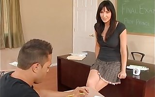 Naughty America - Find Your Fantasy with Diana Crowned head