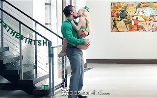 Passion-HD - Petite blonde Piper Perri fucks on St-Patrick's Old hat modern