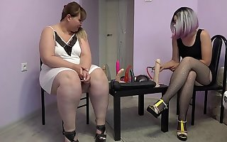 An obstacle teacher fucked a bbw with a big ass. Role-playing fetish game of lesbians.