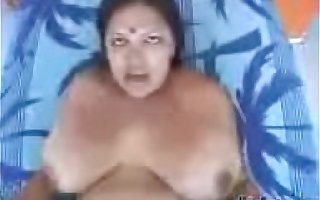 Hot sexy indian aunty in saree