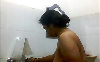 Indian Bengali Aunty Mili bathing Full video Accouterment 2