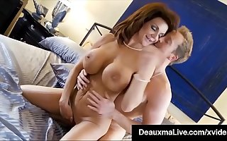 Curvy Cougar Deauxma Gets Pussy & Gumshoe Apropos Hot 3Way FuckFest!