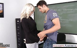 Sex motor coach Emma Starr take cock in classroom
